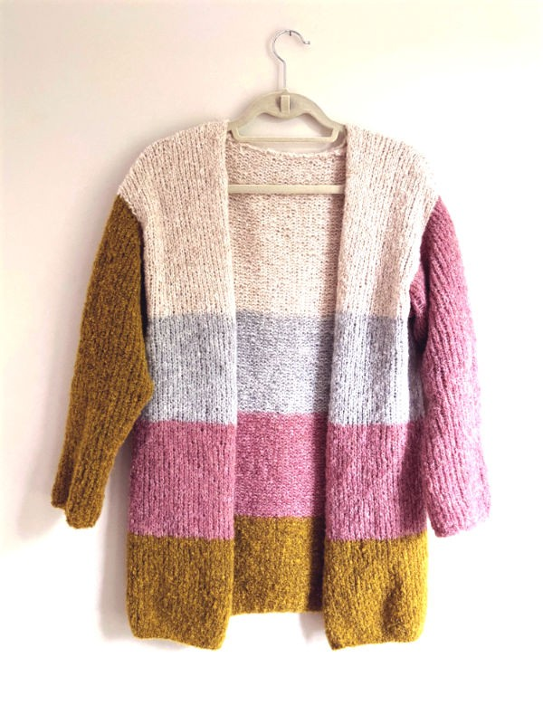 Cardigan Matisse  is easy to make and easier to wear. Knitting pattern free download.