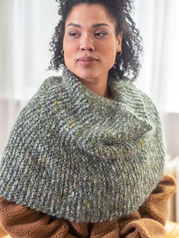 Knit cowl Omak. Free pattern to download pdf.