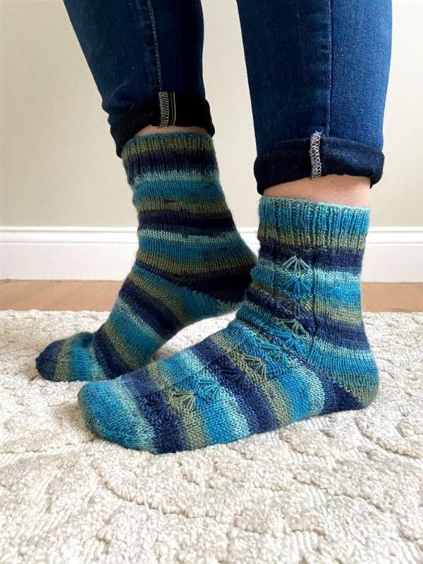 Knit socks Kalla. Free pdf pattern.