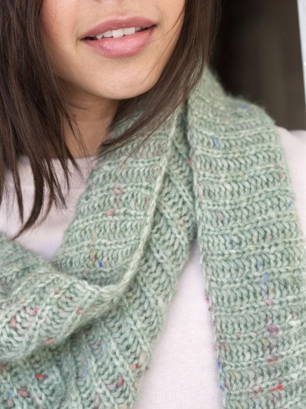 Simple knit scarf Kelso. Free pdf pattern.