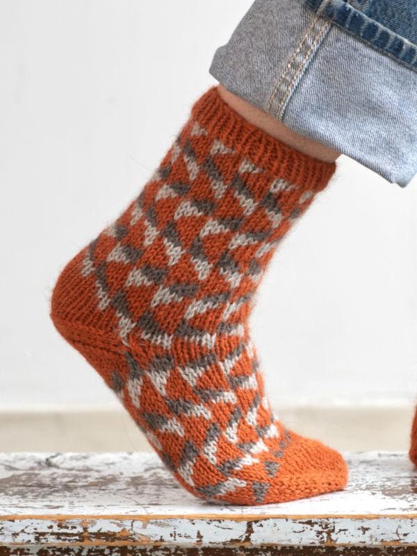 Super warm and cozy socks Royalton. Free knitting pattern.