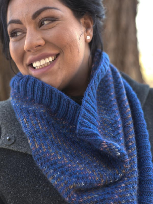 Knit colorwork cowl Alluvial. Free written pattern.