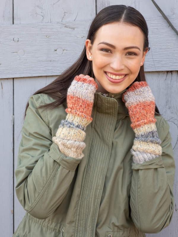 Knit fingerless mitts Voda. Easy pdf pattern for free.