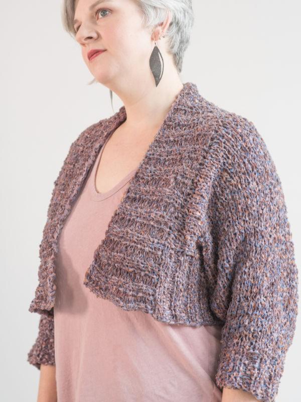 Knit flattering cropped cardigan Grafton. Free written pattern.