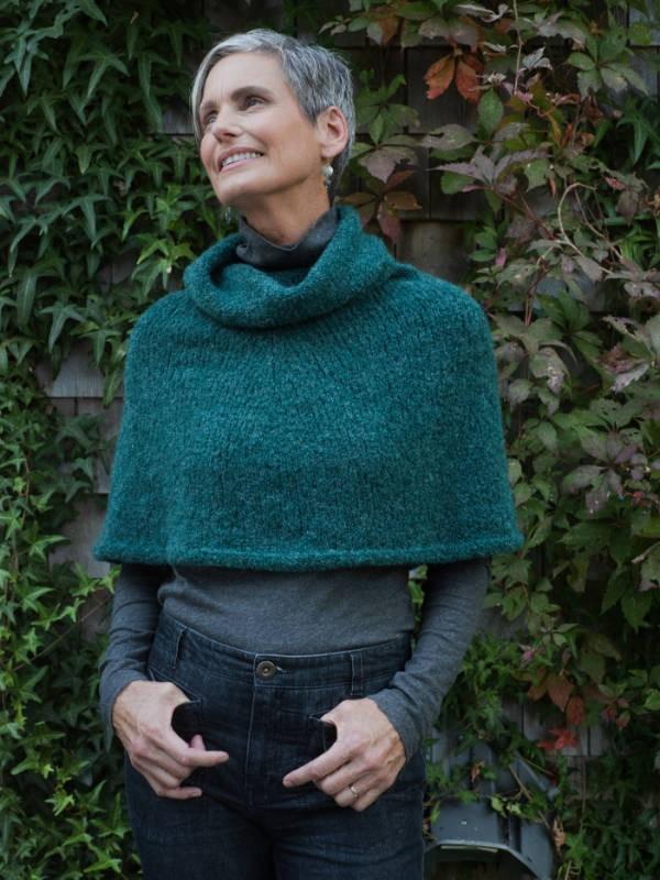 Knit seamless capelet Oasis. Free pdf pattern.