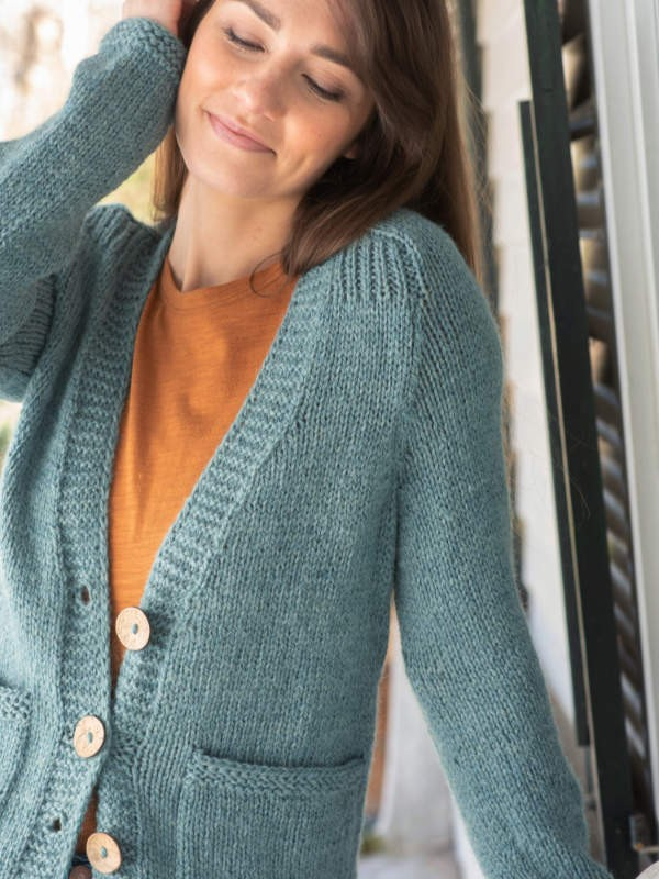Knit v-neck cardigan Headland. Free written pattern.