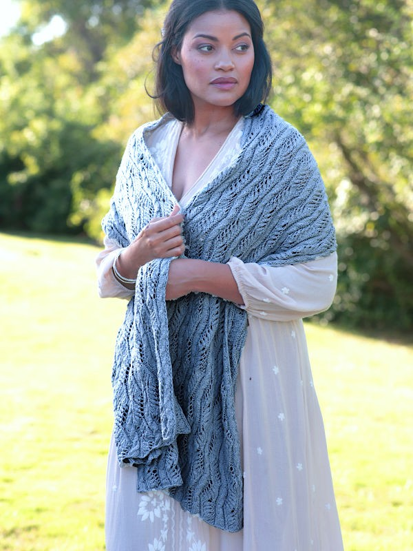 Lace and cabled shawl Beaufort. Free knitting pattern.