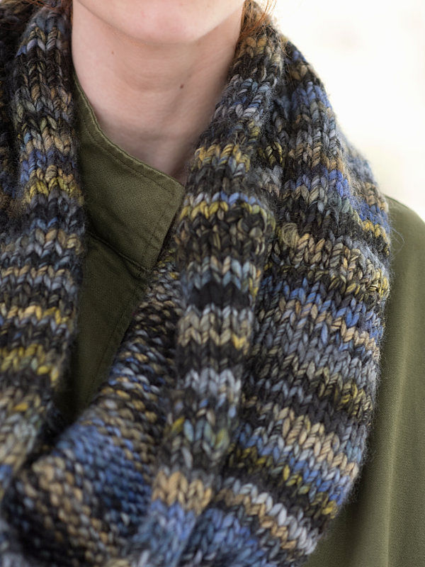 Adults and teen knit cowl Inlet. 3