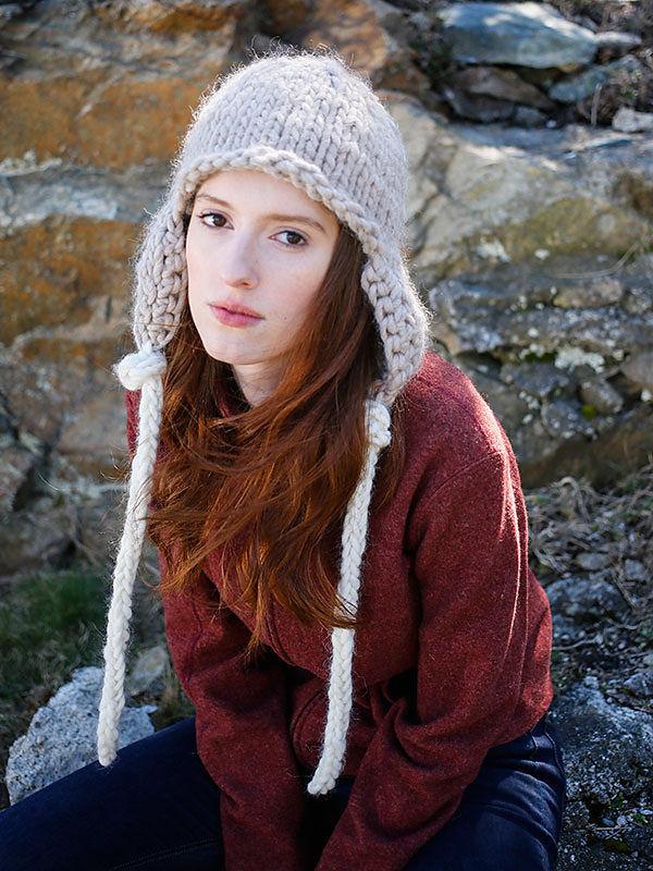 Adults knit earflap Zoya. Free easy pattern to download pdf.