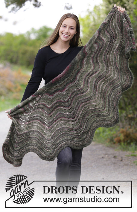 Adults knit shawl wrap Autumn Butterfly. Free easy pattern (ripple).