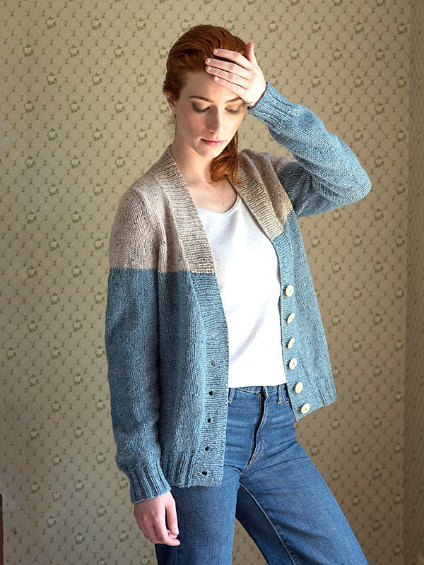 Adults V-neck cardigan Estuary. Free knitting pattern.