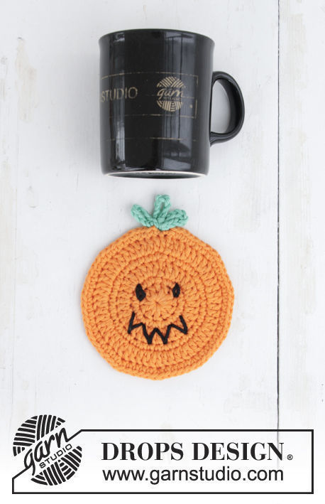 Crochet coaster Pumpkin Latte. Free pattern (chart, video tutorial, written pattern).