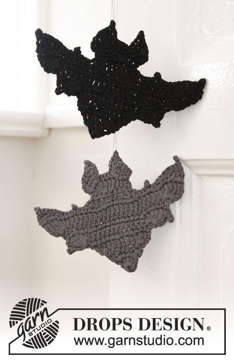Crochet hanging ornament Bat Attack!. Free pattern (chart, video tutorial, written pattern).