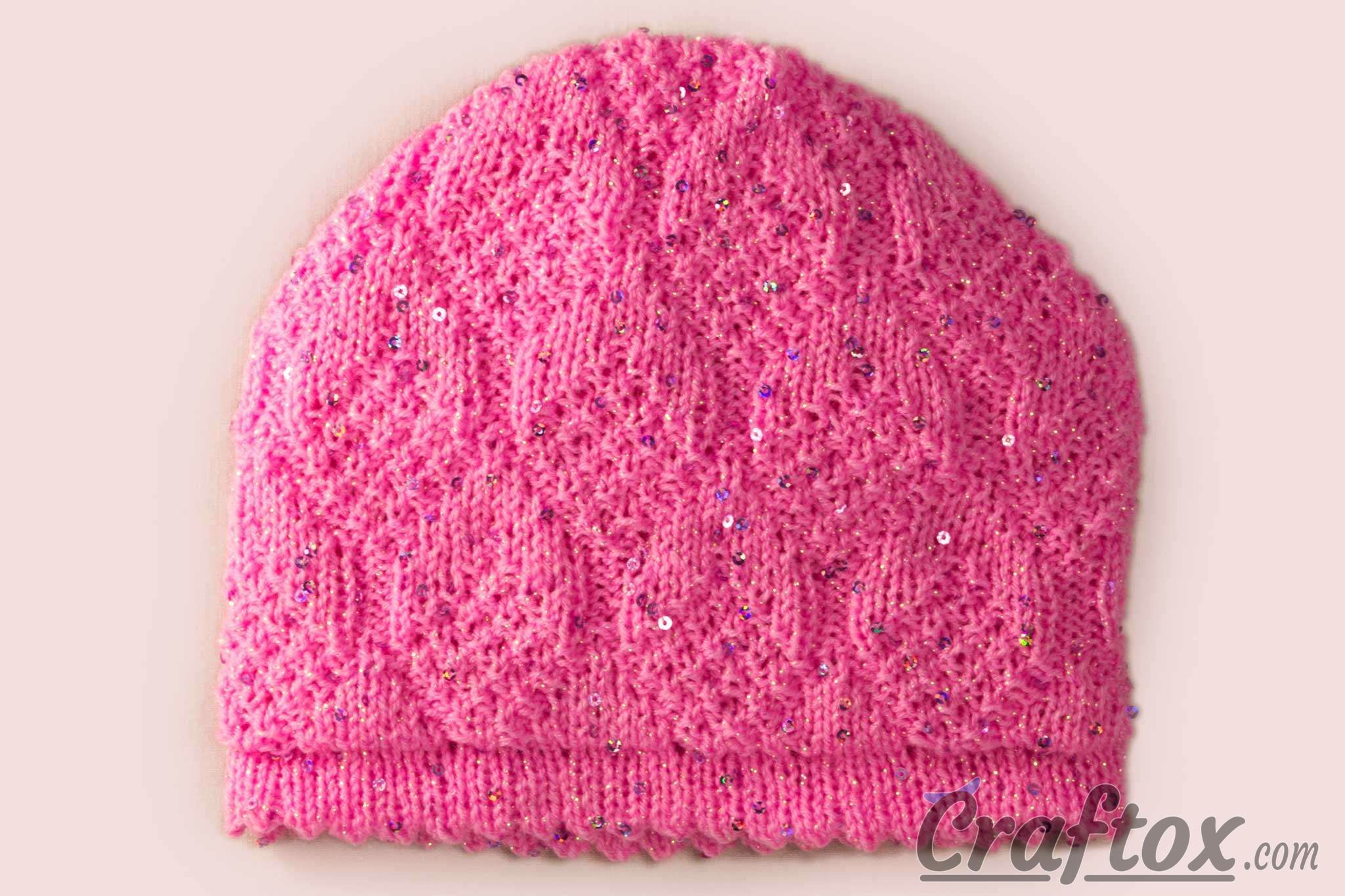 Easy Beanie Knit Pattern : Easy beanie with paillettes for 5-6-year-old girl. Free knitting pattern.