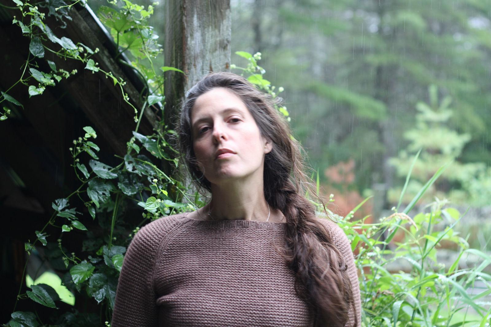 Easy women's raglan pullover Sweetpea. Free knitting pattern.