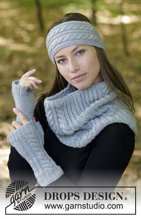 Girls and women's fingerless gloves mitts Catch Me If You Can. Free knitting pattern.