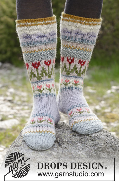 Girls and women's heel flap (socks mid calf, toe wide) Always Winter. Free knitting pattern.