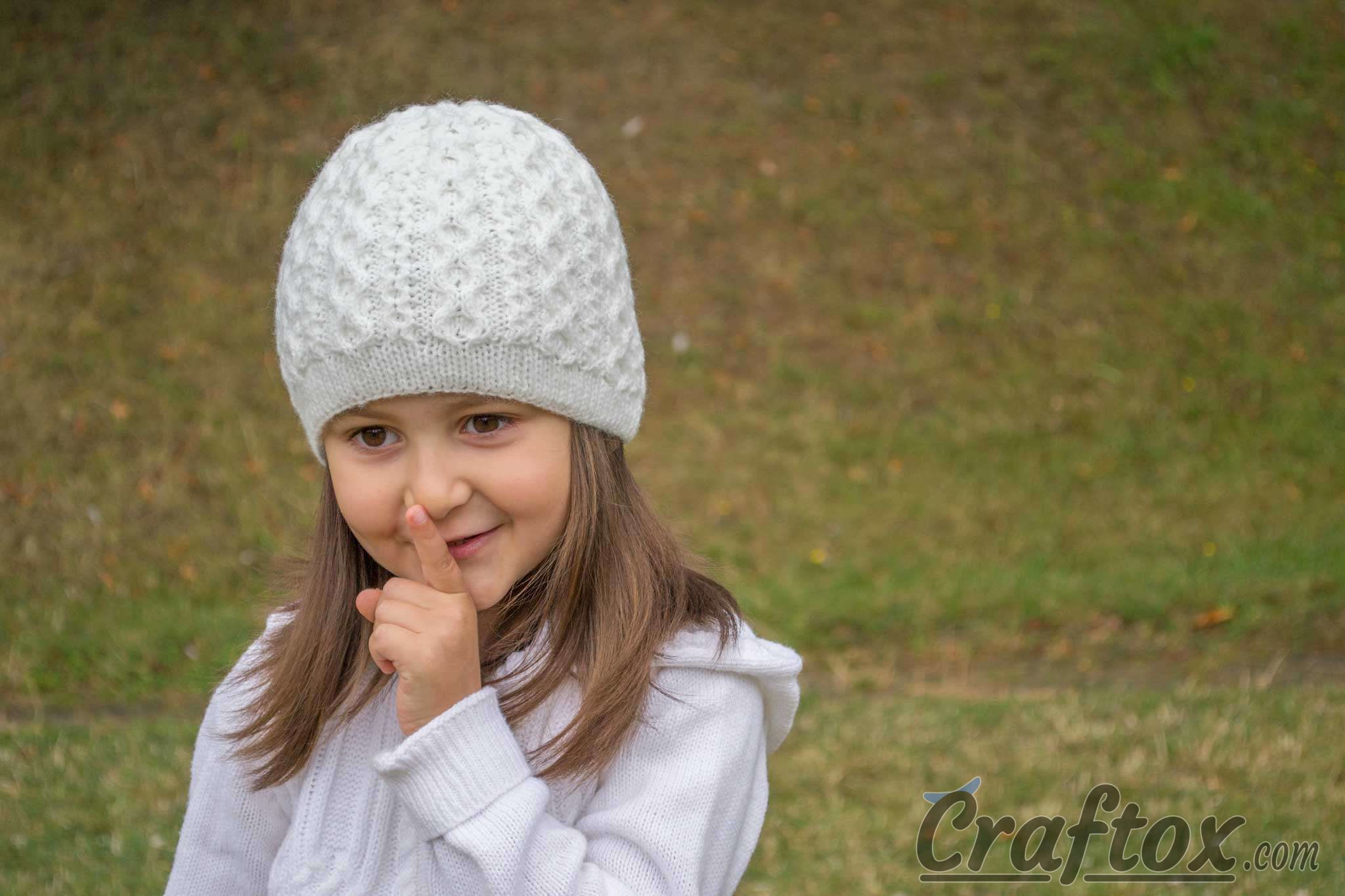 Girls winter beanie. Free knitting pattern 98cd5003f