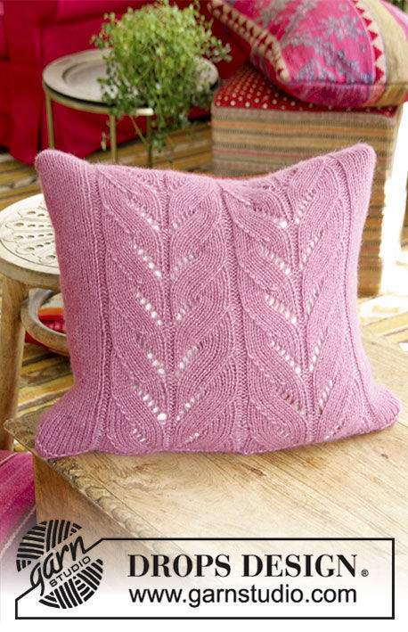 Knit pillow Lotus. Free pattern (lace; Shapes: square).