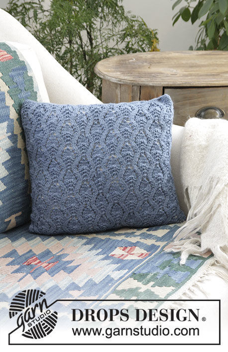 Knit pillow Stay Warm. Free pattern (chart, video tutorial, written pattern).