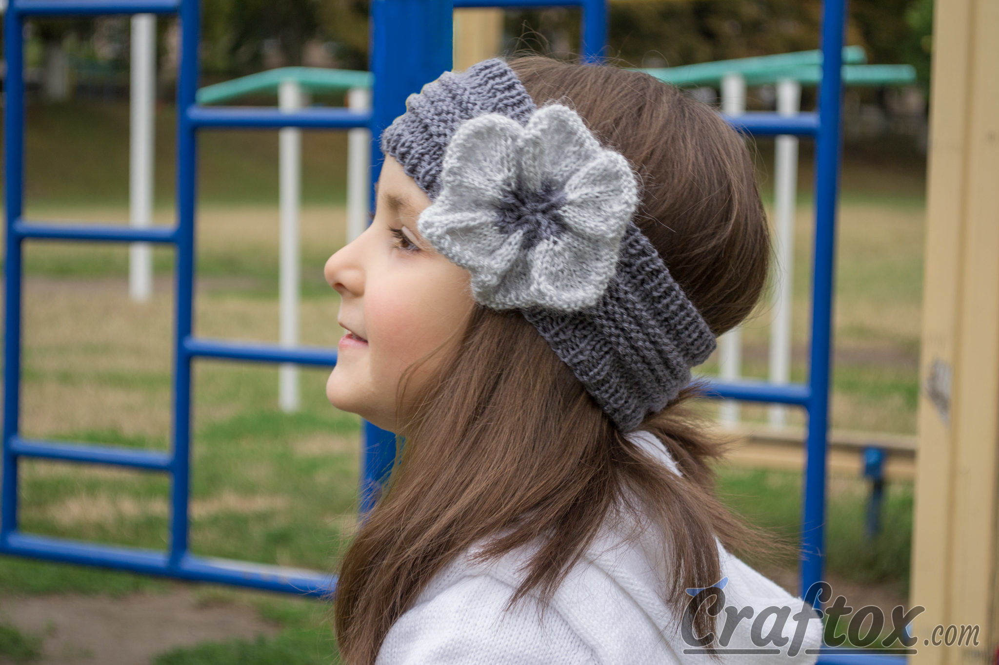 Knitted headband with flower free pattern dt1010fo