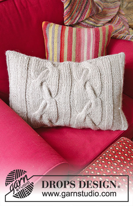 Pillow Cozy Cables. Free knitting pattern (Shapes: rectangle).
