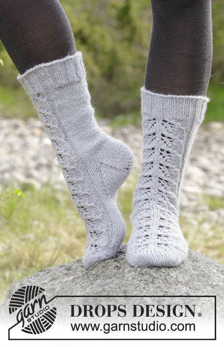 Unisex dutch heel (toe wide) Lace Warmers. Free easy knitting pattern (worked in the round).