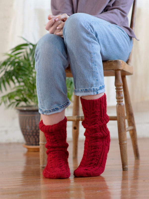 Women's cable socks Ayla. Free pdf pattern.