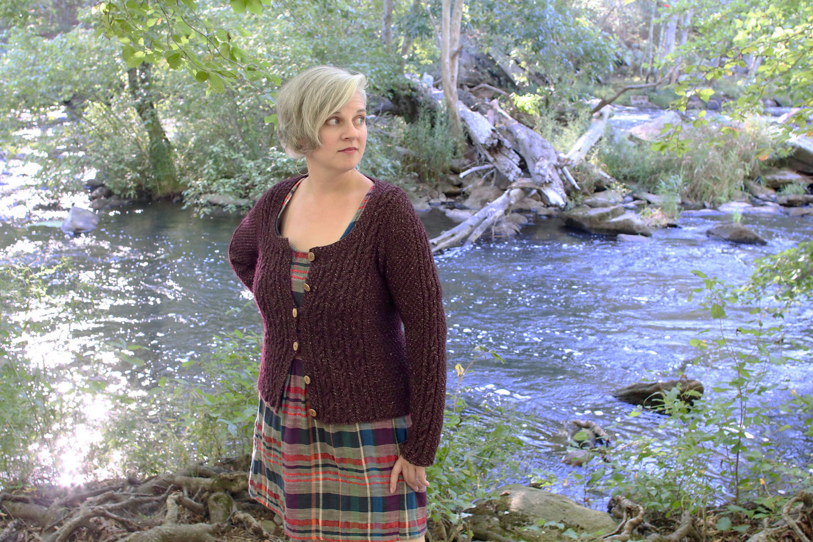 Women's cardigan Adelaide. Free knitting pattern to download (cables).