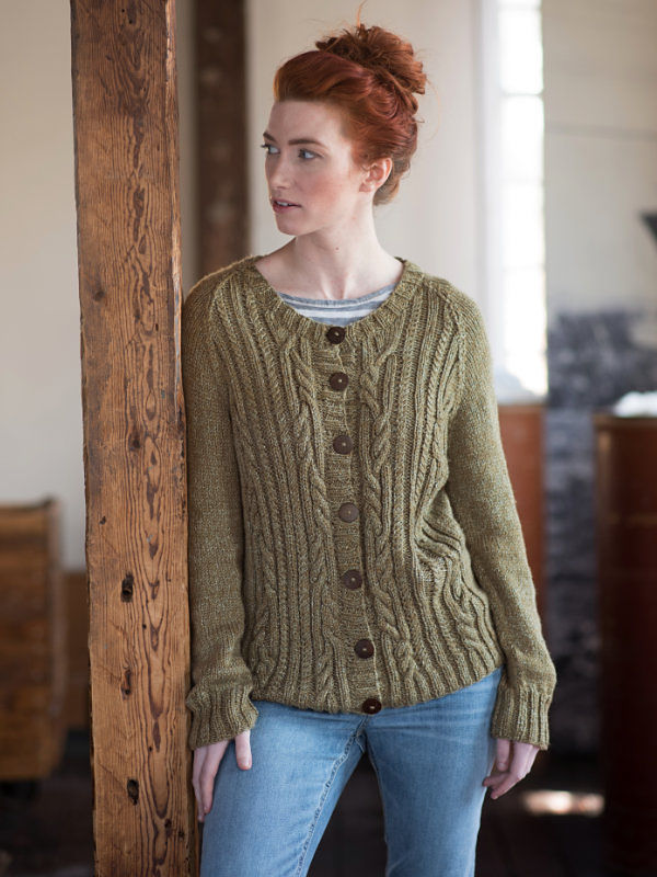Women's cardigan Arya. Free knitting pattern (cables).