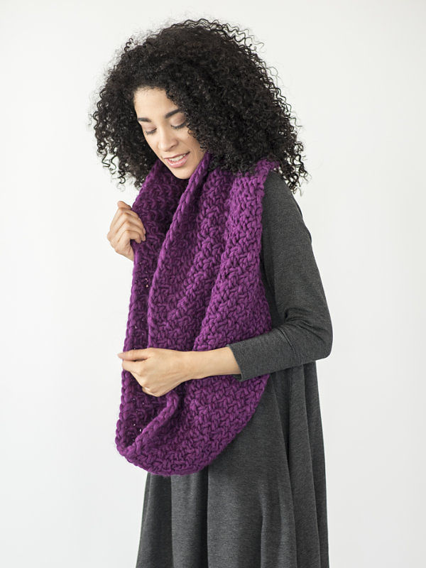 Women's cowl Yura. Free knitting written pattern.