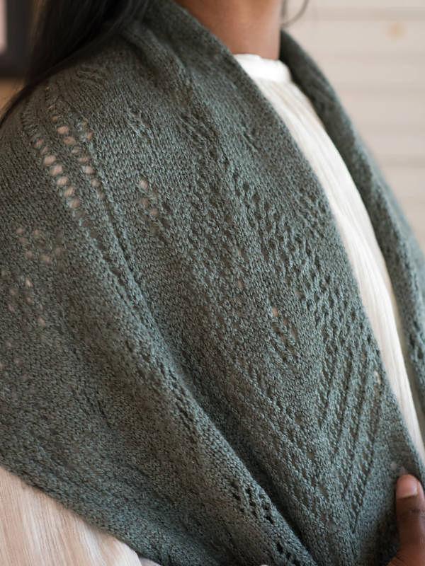 Women's knit shawl Gianna. Free pattern (lace). 2