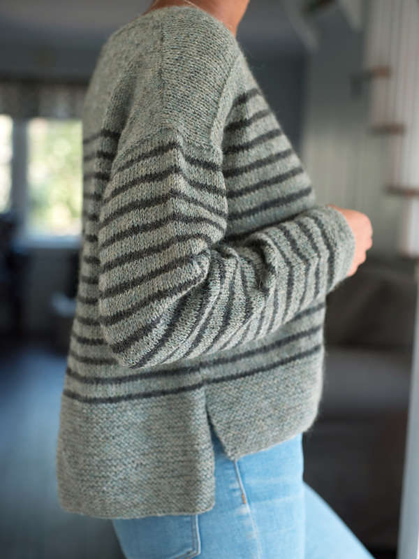 Women's oversized pullover Parnell. Free knitting written pattern.