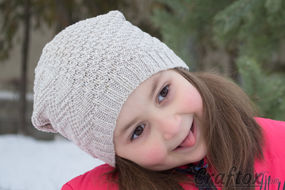 Slouchy beanie hat. Free knitting pattern.