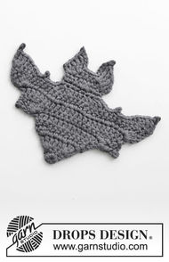 Crochet hanging ornament Bat Attack!