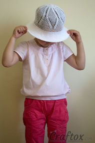 Crochet white hat for-4-5-year-old girl front-top-right view without flower and edging according