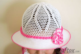 Crochet white hat for 4-5-year-old girl front view 2