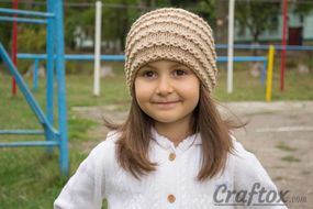 Easy beanie knitting pattern. Free. Front view.