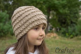 Easy beanie knitting pattern. Free. Front right view.