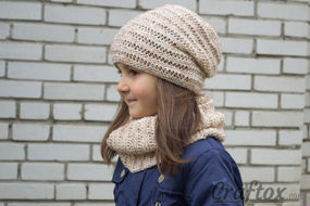Hat and cowl set. Free knitting pattern. Left view.