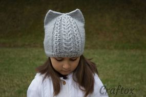 Knit cat ear hat. Front view.