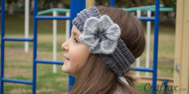 Knitted headband with flower (cropped)