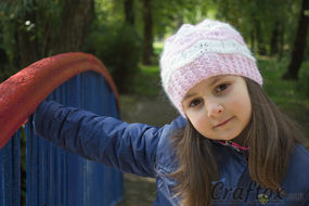 Beanie for girls. Free knitting pattern.
