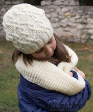 Slouchy beanie and scarf set. Free knitting pattern. Pin me.