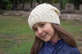 Slouchy beanie. Free knitting pattern.