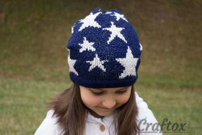 Slouchy beanie with stars. Front top view.