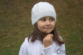 White beanie with tower. Free knitting pattern