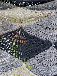 Women's knit shawl Ostro. Free pdf pattern (shapes: triangle). 2