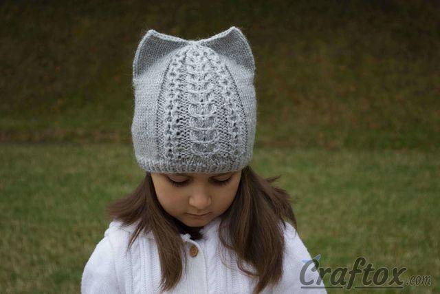 Knit cat ear hat. Free pattern.