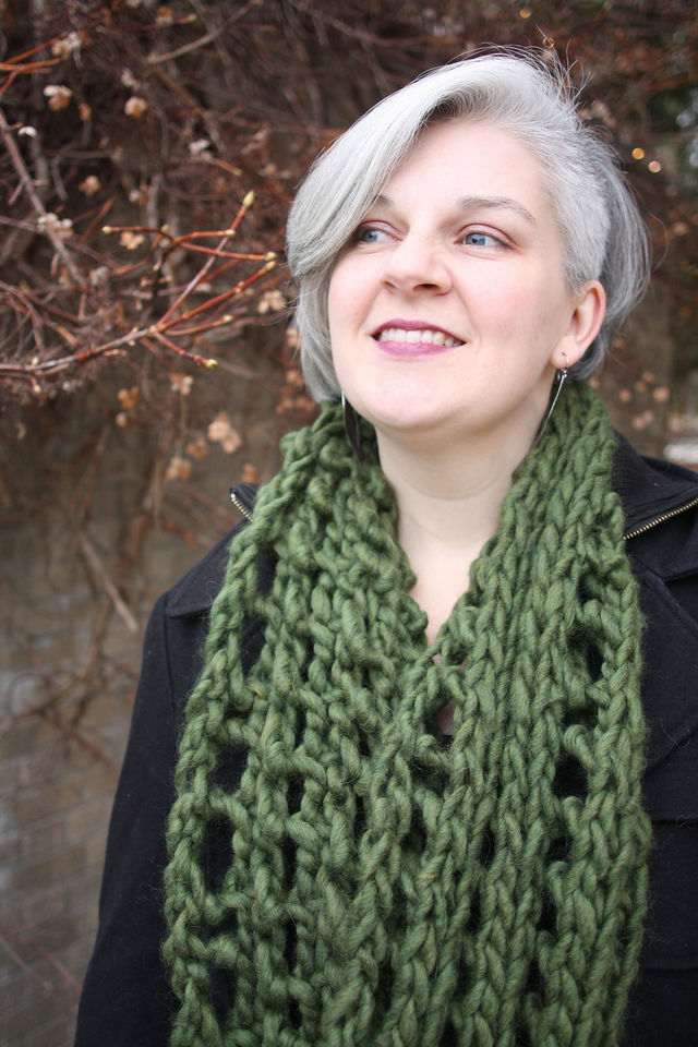 Women's long cowl Hominy. Free knitting pattern (lace, mesh).